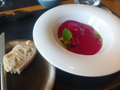 Beetroot soup with Gorgonzola
