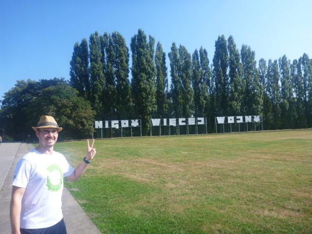 """The """"Nigdy więcej wojny"""" (No More War) sign"""