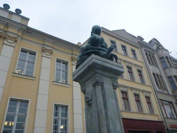 Children and Goose Monument
