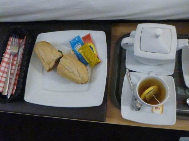 Baguette and cup of tea in my room - 24 hours