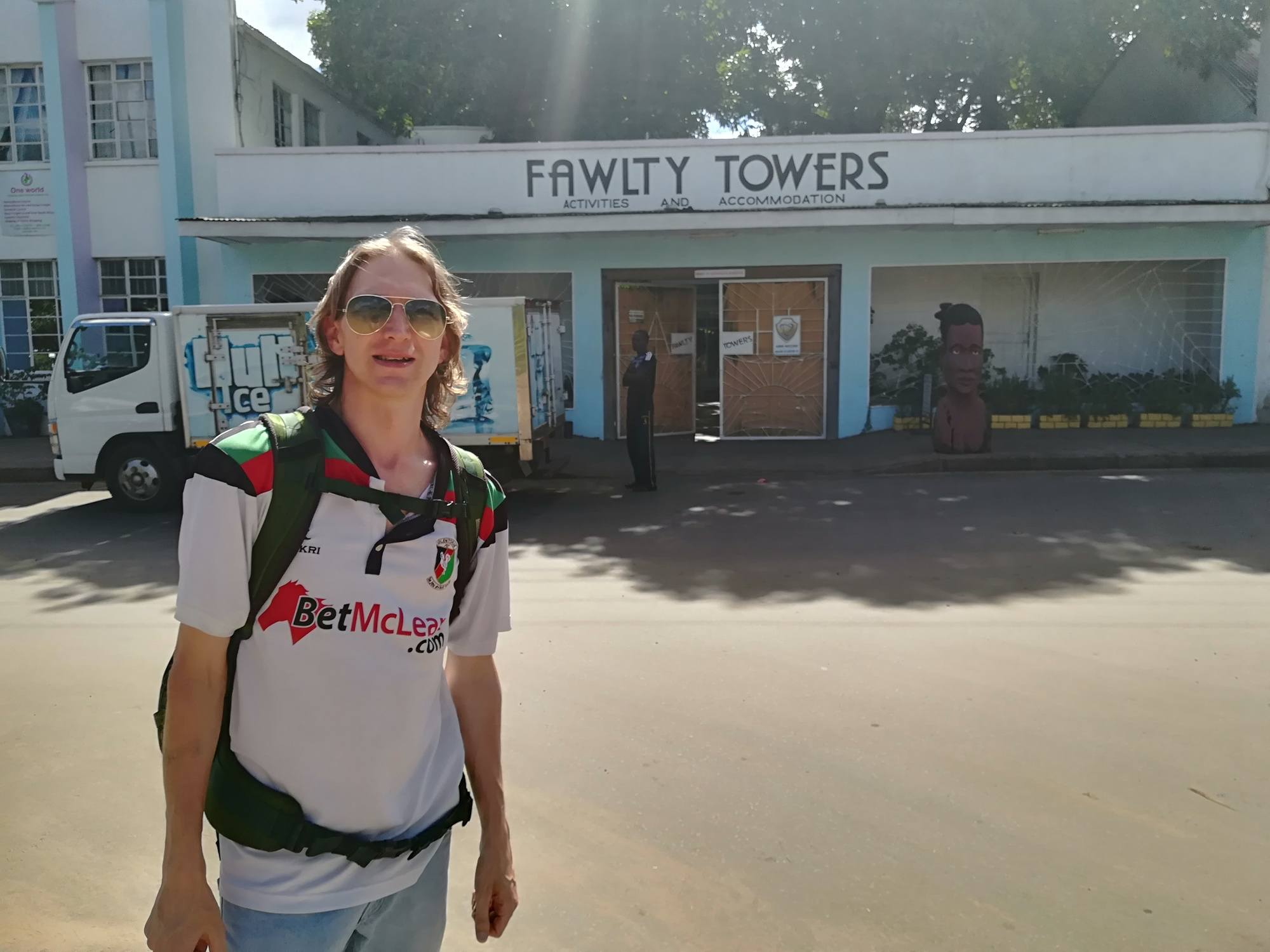 Backpacking in Zambia: Manuel Loyal - Sleeping at Fawlty Towers in Livingstone